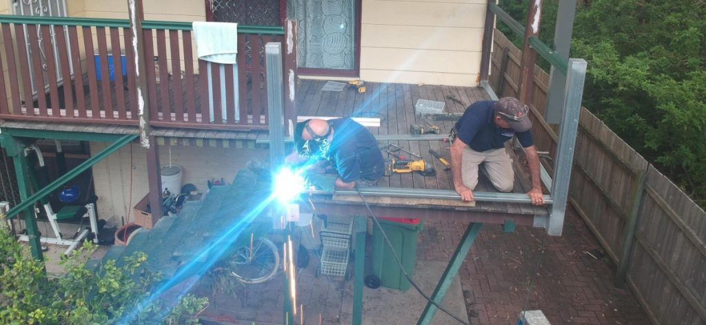 welding bottom rail